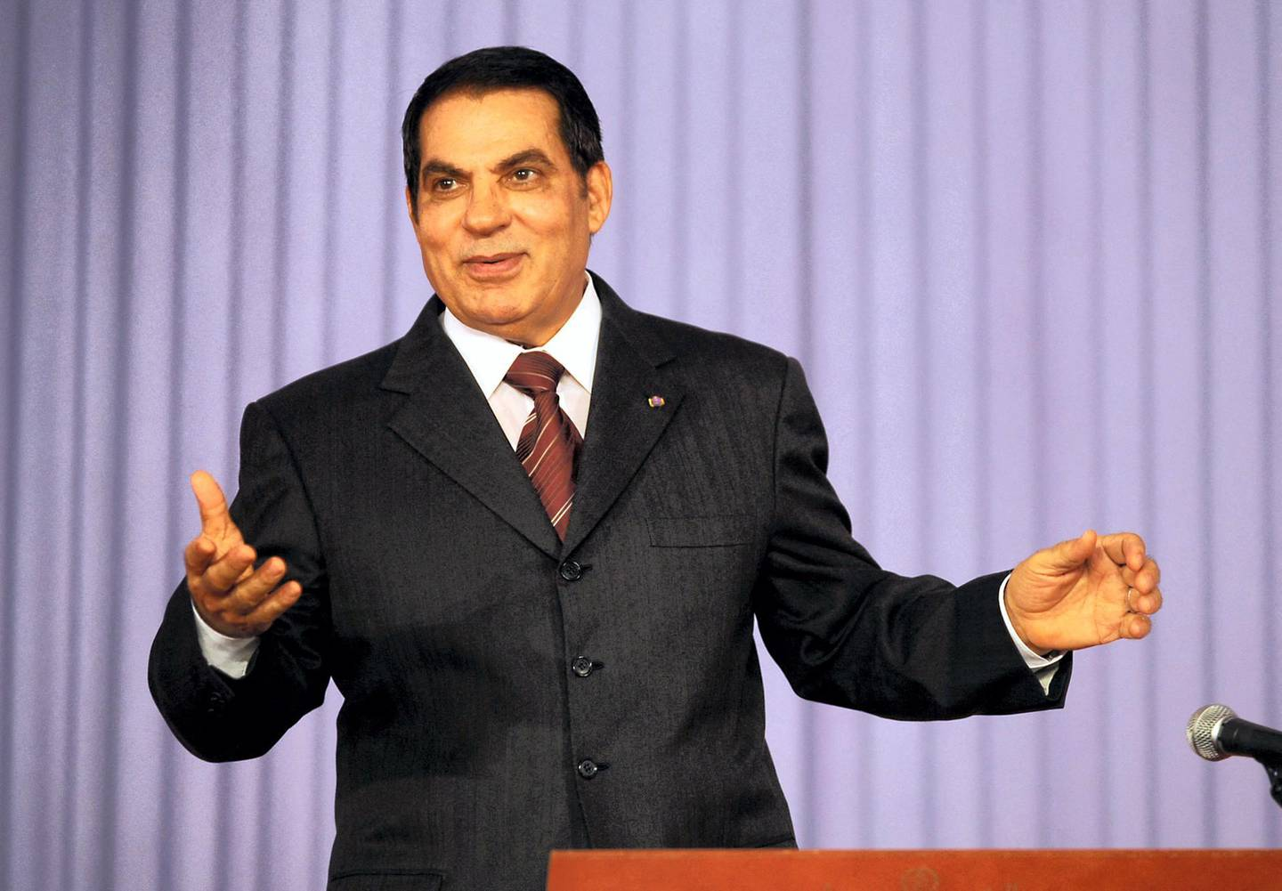 Tunisian President Zine El-Abidine Ben Ali gestures as he delivers a speech during the closing of the Democratic Constitutional Rally (RCD) Congress on August 02, 2008, in Tunis. Ben Ali announced on July 30 his fifth candidacy for presidential elections next year. AFP PHOTO/ FETHI BELAID (Photo by FETHI BELAID / AFP)