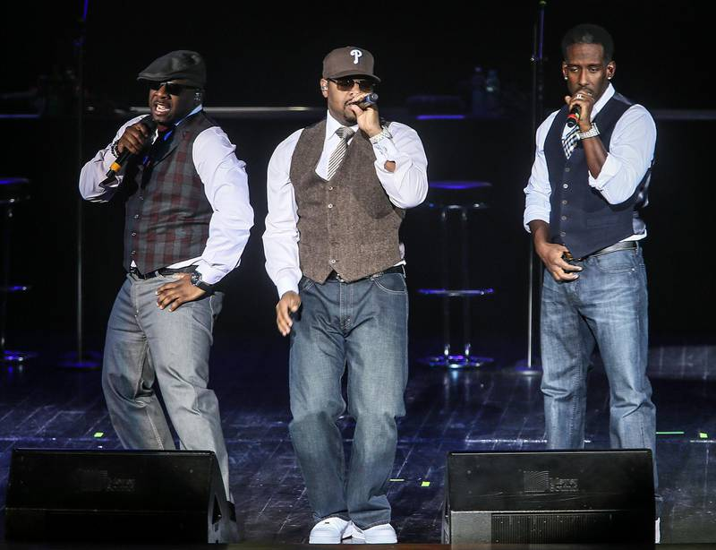 epa03571169 US rhythm and blues band Boyz II Men members Shawn Stockman (R), Nathan Morris (L) and Wanya Morris (C) perform during their at the Crocus City Hall in Moscow, Russia, 06 February 2013.  EPA/SERGEI ILNITSKY