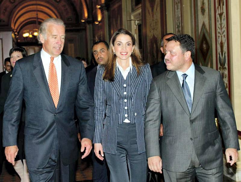 US Senator Joseph Biden Jr. (R-DE) (L) hosts King Abdullah II of Jordan (R) and Queen Rania at a Senate Foreign Relations luncheon 08 May 2002, during their visit to the US Capitol in Washington, DC. The King is meeting with Congressional leaders and US President George W. Bush later 08 May.  AFP PHOTO/HO-PETRA (Photo by PETRA / AFP)