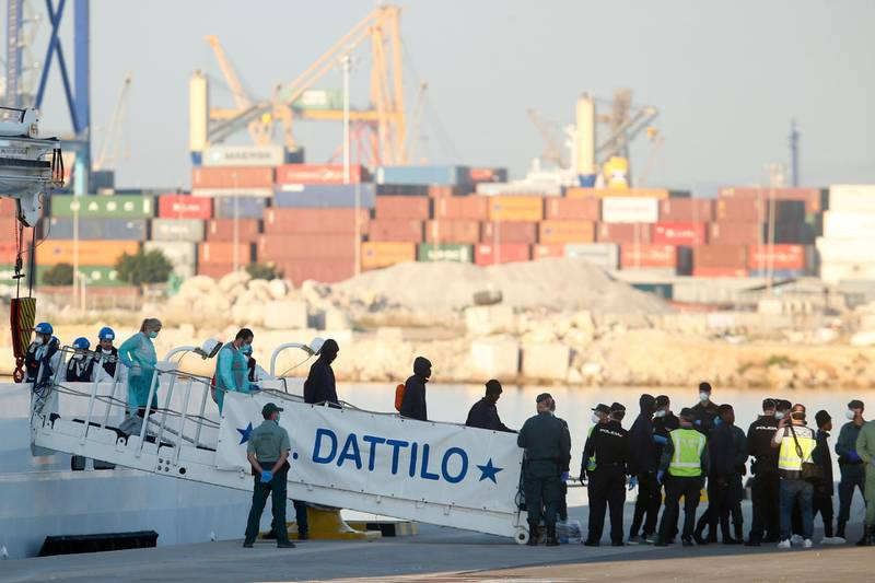 Migrants disembark from the Italian navy boat the Dattilo at the port of Valencia on June 17, 2018.  The first migrants from the Aquarius, which was turned away by Italy and Malta sparking a major migration row in Europe, disembarked in the Spanish port of Valencia. The others will arrive on another Italian navy ship, the Orione, and the Aquarius itself by noon, regional authorities said.  / AFP / PAU BARRENA