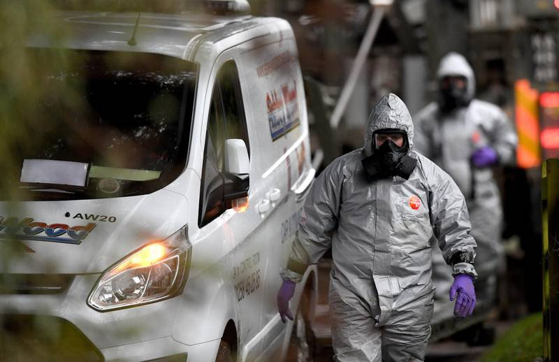 epa06598702 Members of the armed forces in protective suits investigate a property in Winterslow near Salisbury in Britain, 12 March 2017. Russian ex-spy Sergei Skripal and his daughter were attacked with a nerve agent on 04 March 2018. Skripal and his daughter Yulia remain in a 'very serious' condition.  EPA/NEIL HALL