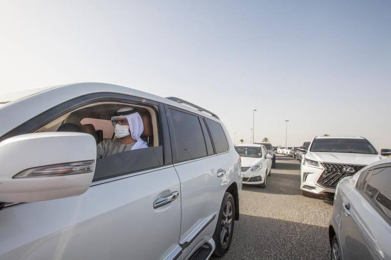 Dubai, United Arab Emirates - Cars queue at the new  DPI Testing Centres border of Dubai and Abu Dhabi.  Leslie Pableo for The National for Shireena Al Nowais story