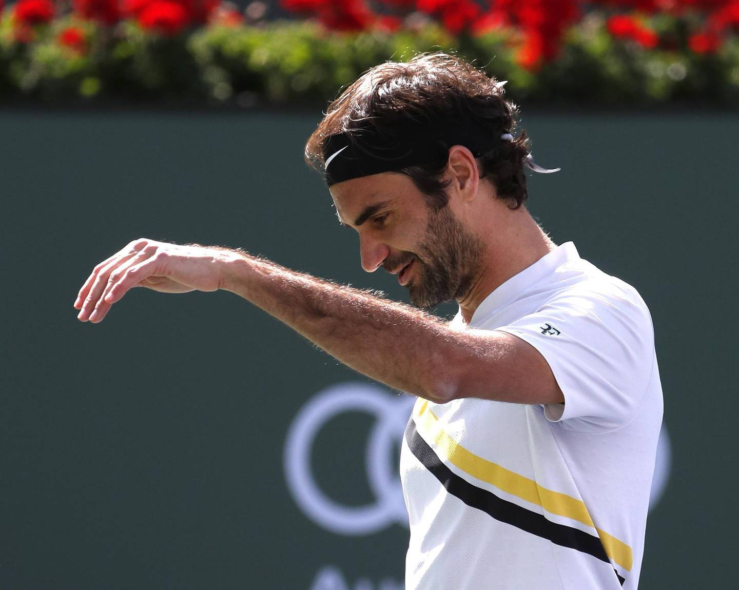 epa06613499 Roger Federer from Switzerland reacts during his finals match against Juan Martin Del Potro from Argentina at the BNP Paribas Open at the Indian Wells Tennis Garden in Indian Wells, California, USA, 18 March 2018.  EPA/MIKE NELSON