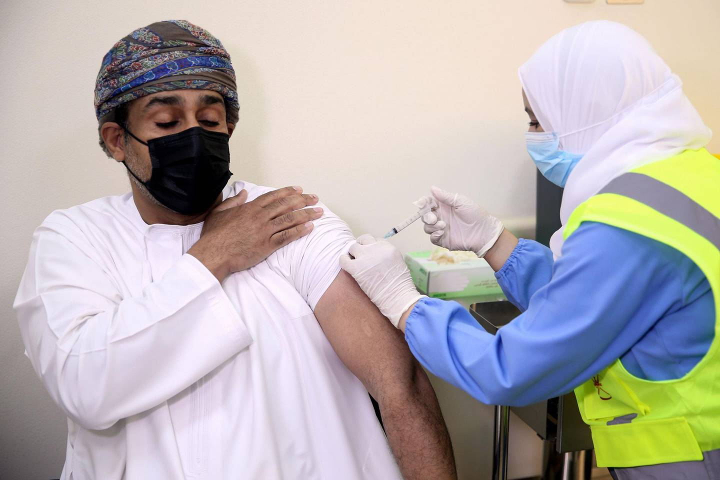 A man receives his first dose of the Pfizer-BioNTech COVID-19 vaccine in the Omani capital Muscat on December 27, 2020. / AFP / MOHAMMED MAHJOUB
