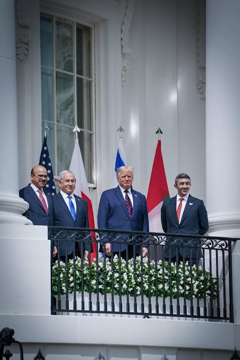 Bahrain Foreign Minister Abdullatif al-Zayani, Israeli Prime Minister Benjamin Netanyahu, US President Donald Trump, and UAE Foreign Minister Abdullah bin Zayed. Courtesy MOFAIC