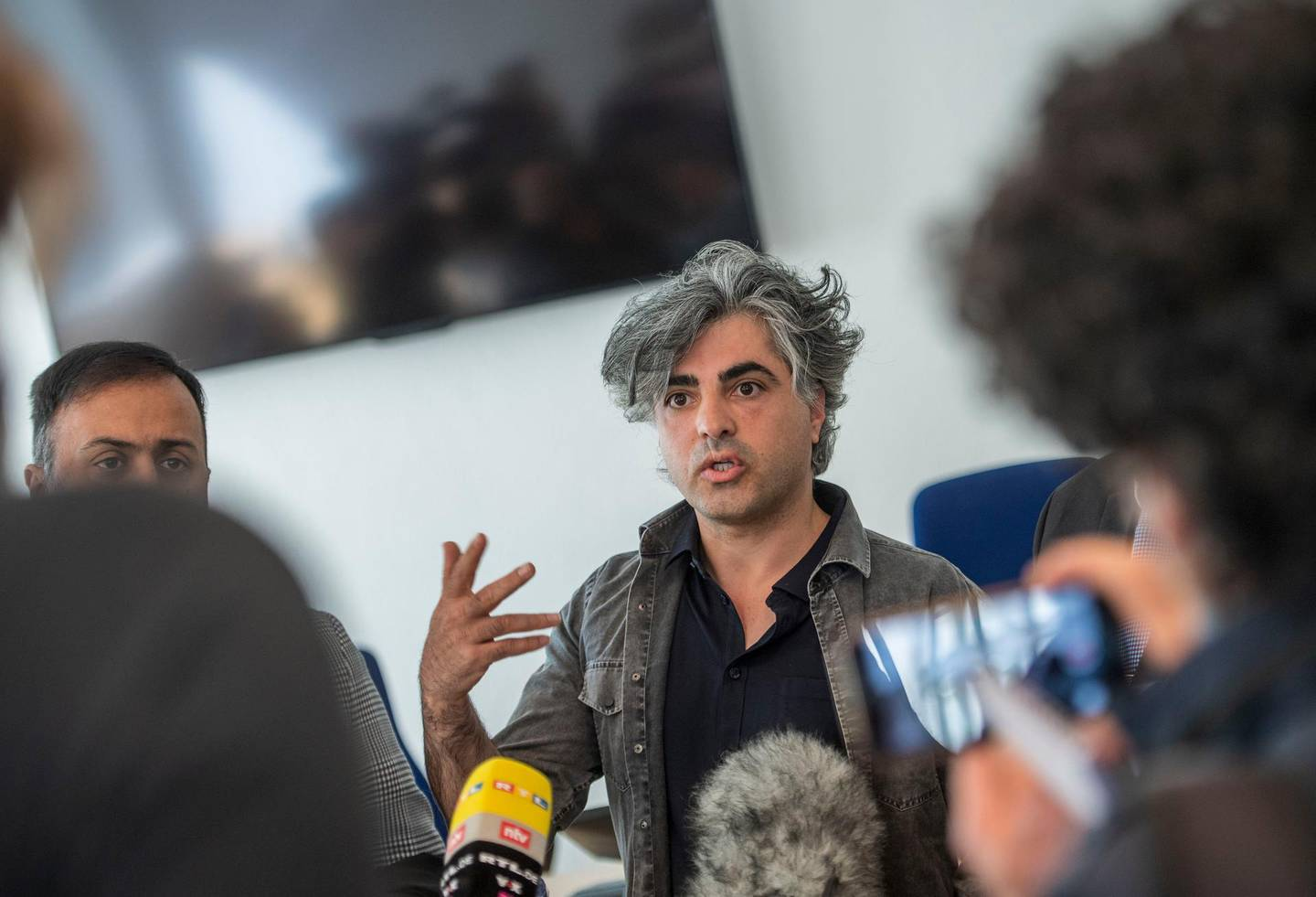 Co-plaintiff, Syrian Oscar-nominated filmmaker Feras Fayyad answers journalists' questions outside the courtroom during a break in a trial against two Syrian defendants accused of state-sponsored torture in Syria, on April 23, 2020 in Koblenz, western Germany. - Two alleged former Syrian intelligence officers go on trial, accused of crimes against humanity in the first court case worldwide over state-sponsored torture by Bashar al-Assad's regime. Prime suspect Anwar Raslan, an alleged former colonel in Syrian state security, stands accused of carrying out crimes against humanity while in charge of the Al-Khatib detention centre in Damascus between April 29, 2011 and September 7, 2012. Fellow defendant Eyad al-Gharib, 43, is accused of being an accomplice to crimes against humanity, having helped to arrest protesters and deliver them to Al-Khatib in the autumn of 2011. (Photo by Thomas Lohnes / AFP)