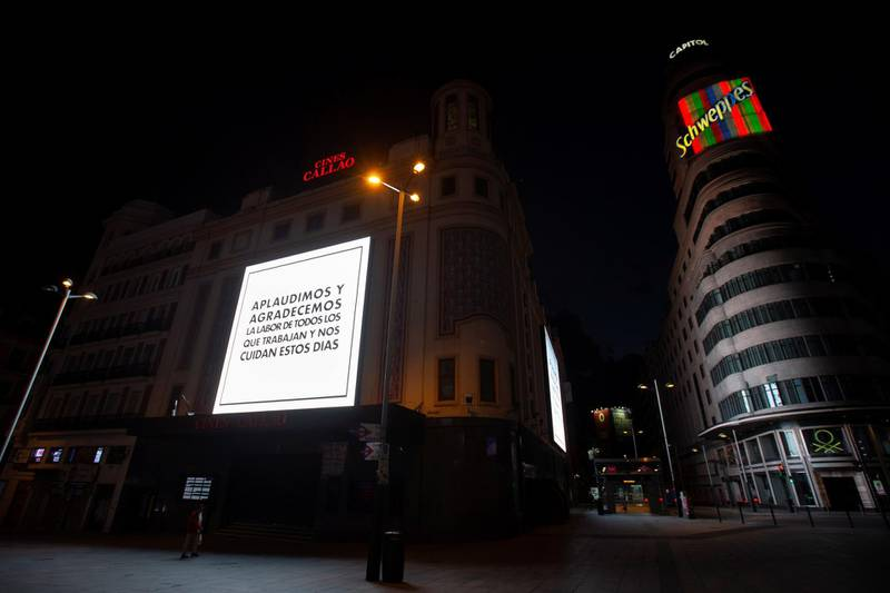 epa08327577 A view of a digital billboard reading a message of gratitude to the Spanish health service at Gran Via street in Madrid, Spain, 27 March 2020. Spain faces the 13th consecutive day of national lockdown in an effort to slow down the spread of the pandemic COVID-19 disease caused by the SARS-CoV-2 coronavirus.  EPA/Mariscal