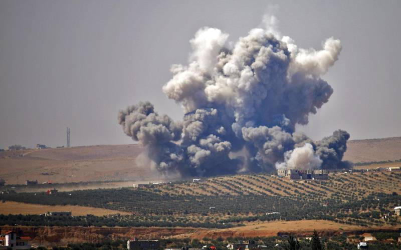 TOPSHOT - Smoke rises above rebel-held areas of the city of Daraa, during reported airstrikes by Syrian regime forces on July 5, 2018. The Syrian government and its Russian ally pounded rebel-held areas of the southern province of Daraa today, with the heaviest air strikes of a two-week-old offensive, an AFP correspondent and a monitor reported. / AFP / Mohamad ABAZEED