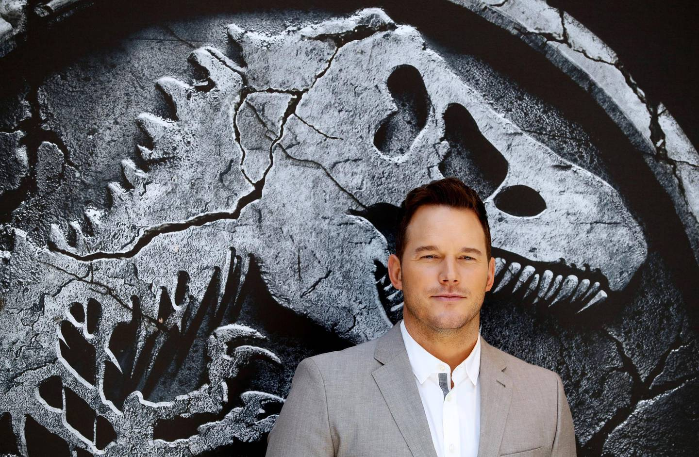 epa06755408 US actor and cast member Chris Pratt poses for photographers during the presentation of the movie 'Jurassic World: Fallen Kingdom' in Madrid, Spain, 22 May 2018. The movie opens in Spanish cinemas on 07 June.  EPA/Emilio Naranjo