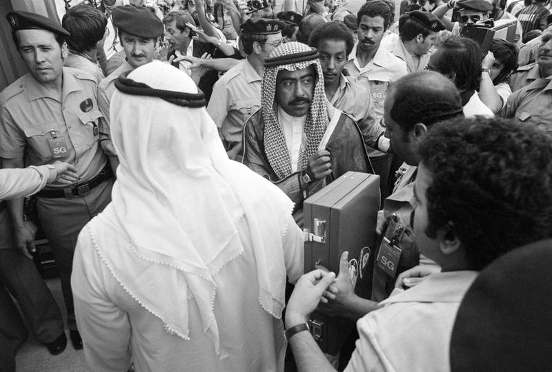 Sheikh Fahd al-Ahmed al-Sabah (C), brother of Emir of Kuwait is pictured during the World Cup football match between France and Kuwait on June 21, 1982, in Valladolid.    AFP PHOTO GEORGES BENDRIHEM (Photo by JEAN-PIERRE PREVEL / AFP)
