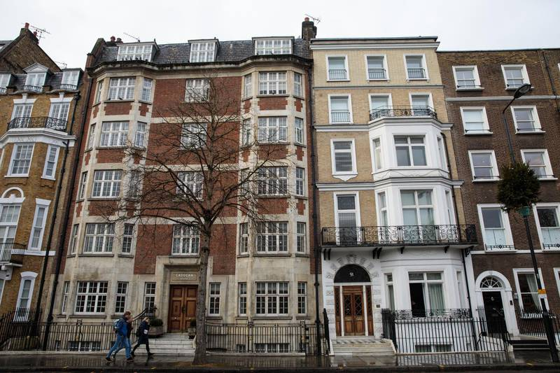LONDON, ENGLAND - NOVEMBER 27: A group of people walk past houses on Sloane Street on November 27, 2017 in London, England. The American actress Meghan Markle will live at Nottingham Cottage in Kensington Palace as her engagement to Britain's Prince Harry was announced today. The pair have been a couple officially since November 2016 and are due to marry in Spring 2018. (Photo by Jack Taylor/Getty Images)