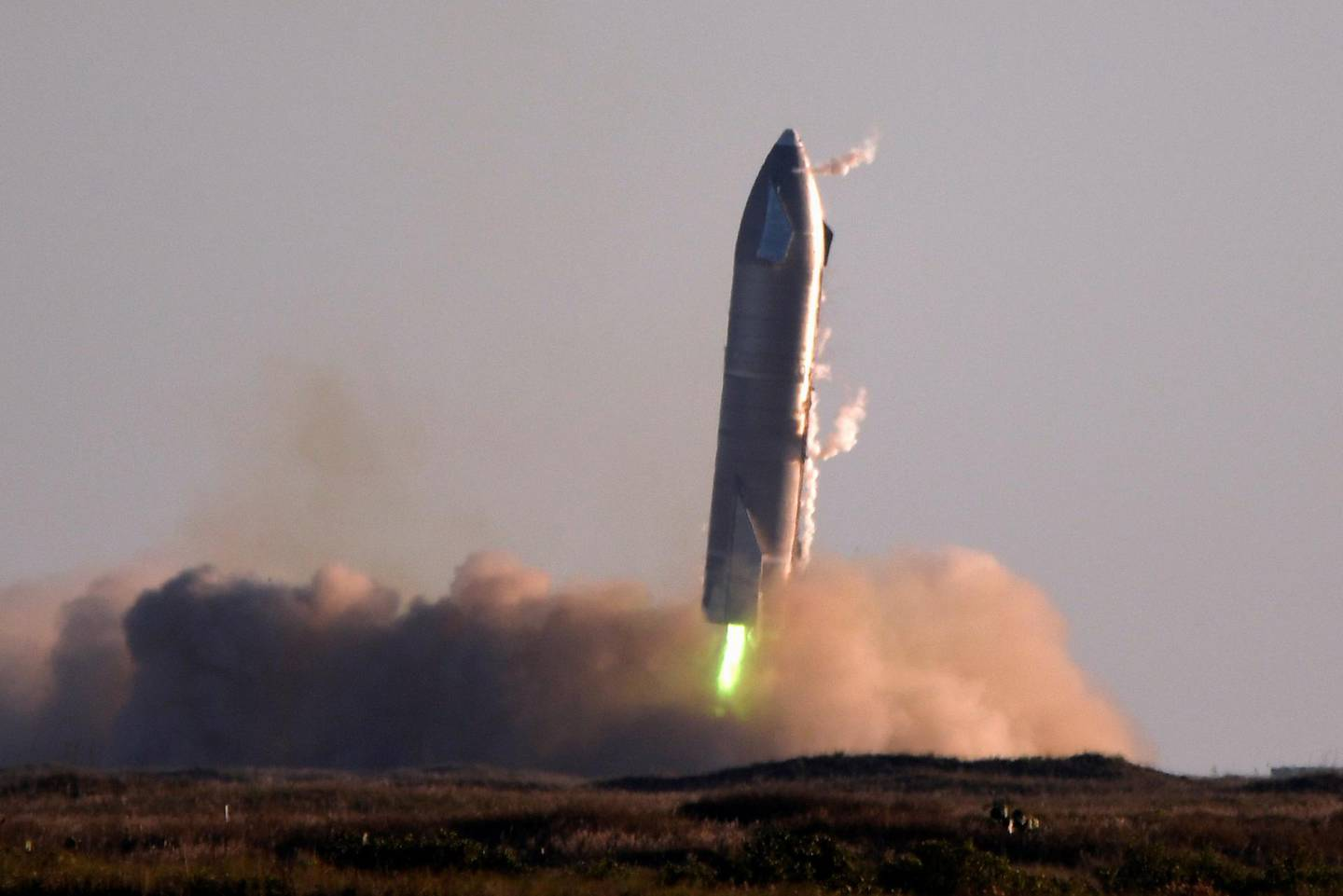 SpaceX's first super heavy-lift Starship SN8 rocket during a return-landing attempt after it launched from their facility on a test flight in Boca Chica, Texas U.S. December 9, 2020. REUTERS/Gene Blevins