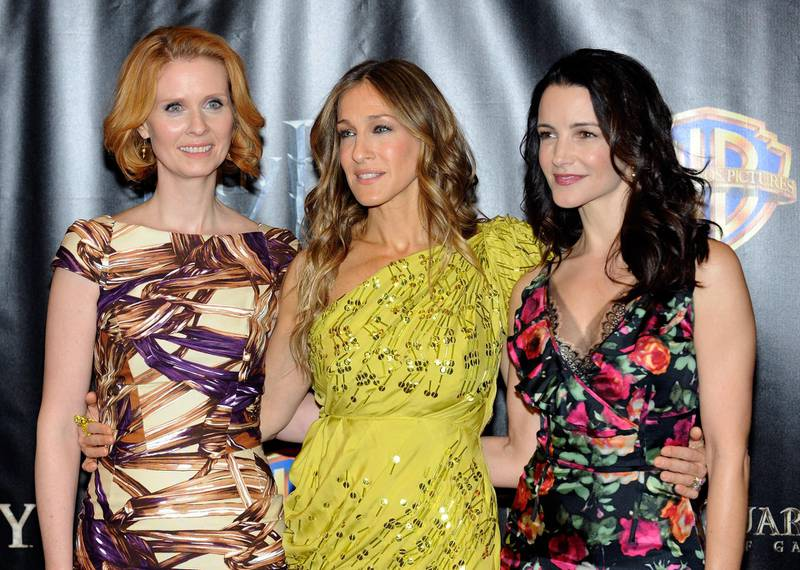 """LAS VEGAS - MARCH 18: (L-R) Actresses Cynthia Nixon, Sarah Jessica Parker and Kristin Davis arrive at the Warner Bros. Pictures presentation to promote their new film, """"Sex and the City 2"""" at the Paris Las Vegas during ShoWest, the official convention of the National Association of Theatre Owners, March 18, 2010 in Las Vegas, Nevada.   Ethan Miller/Getty Images/AFP"""