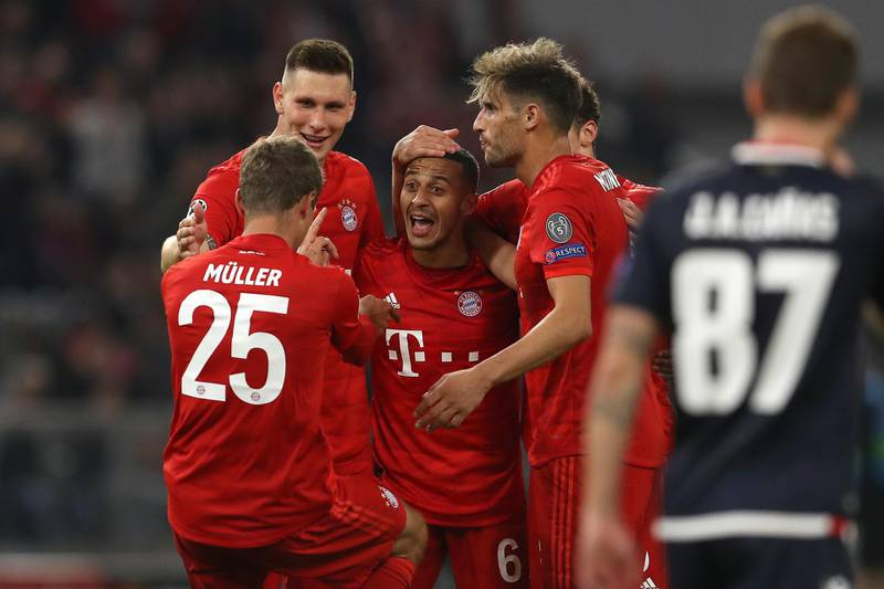 MUNICH, GERMANY - SEPTEMBER 18: Thomas Muller of FC Bayern Munich celebrates with Thiago after scoring his sides third goal during the UEFA Champions League group B match between Bayern Muenchen and Crvena Zvezda at Allianz Arena on September 18, 2019 in Munich, Germany. (Photo by Alexander Hassenstein/Bongarts/Getty Images)