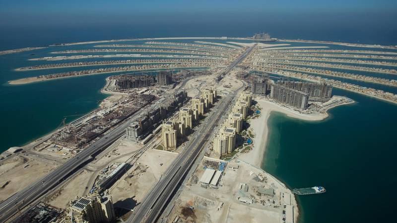 A view of The Palm Island Jumeirah in Dubai, with some residential homes that have been completed, November 8, 2007. REUTERS/Steve Crisp (UNITED ARAB EMIRATES)