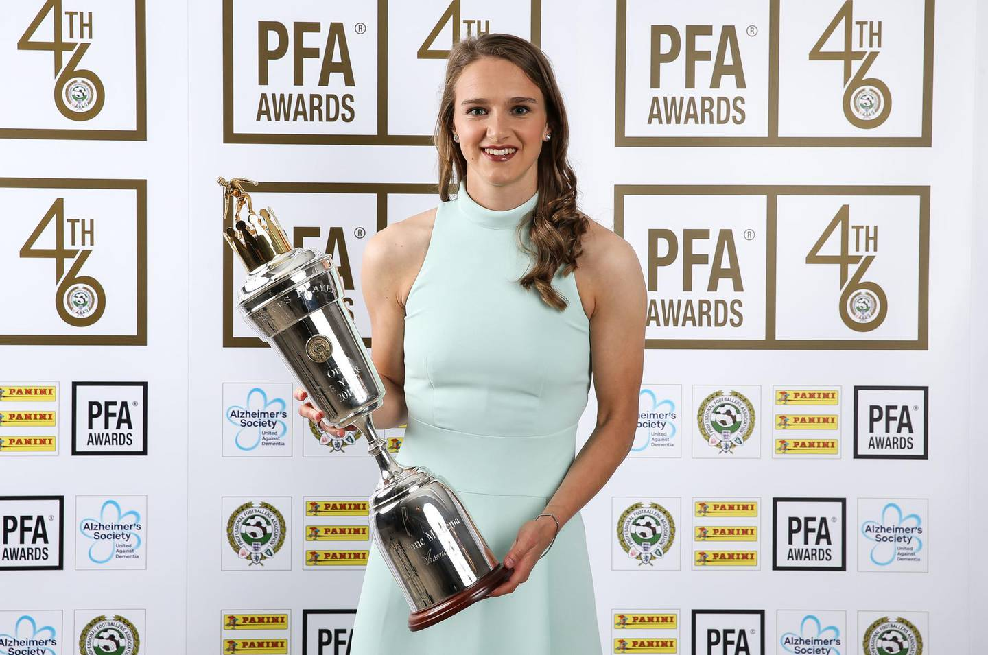 Arsenal's Vivianne Miedema poses with her PFA Player of the Year award during the 2019 PFA Awards at the Grosvenor House Hotel, London. PRESS ASSOCIATION Photo. Picture date: Sunday April 28, 2019. See PA story SOCCER PFA. Photo credit should read: Barrington Coombs/PA Wire