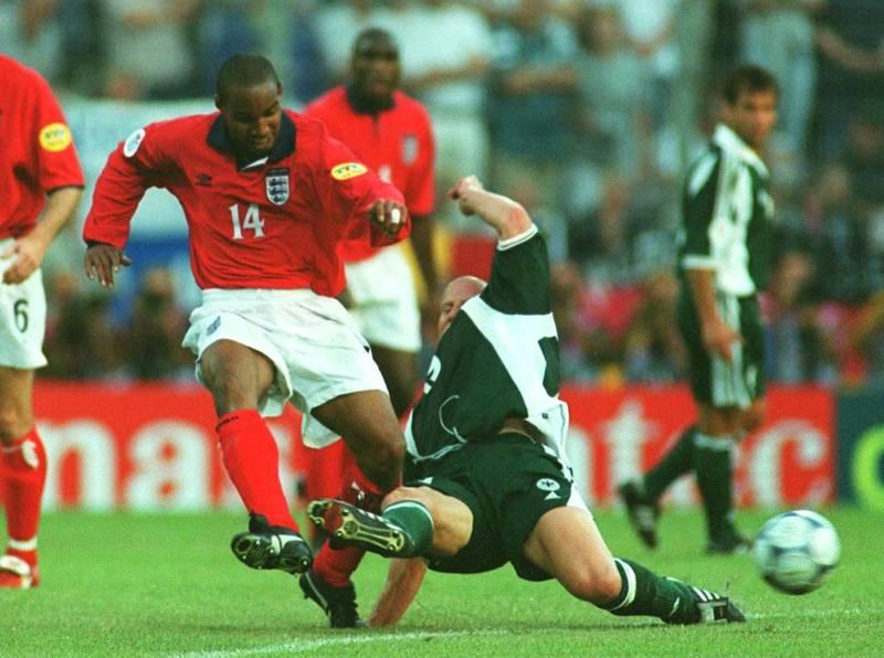CHARELEROI, BELGIUM - JUNE 17:  EM EURO 2000, Charleroi; ENGLAND - DEUTESCHLAND 1:0 (ENG - GER); Paul INCE/ENG, Carsten JANCKER/GER  (Photo by Henri Szwarc/Bongarts/Getty Images)