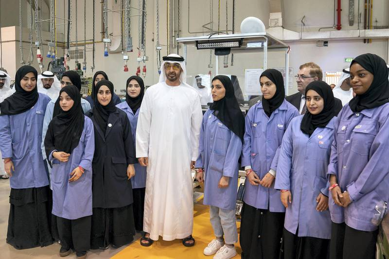AL AIN, ABU DHABI, UNITED ARAB EMIRATES - February 7, 2019: HH Sheikh Mohamed bin Zayed Al Nahyan, Crown Prince of Abu Dhabi and Deputy Supreme Commander of the UAE Armed Forces (C), stands for a photograph with students while visiting UAE University in Al Ain.  ( Ryan Carter / Ministry of Presidential Affairs ) ---