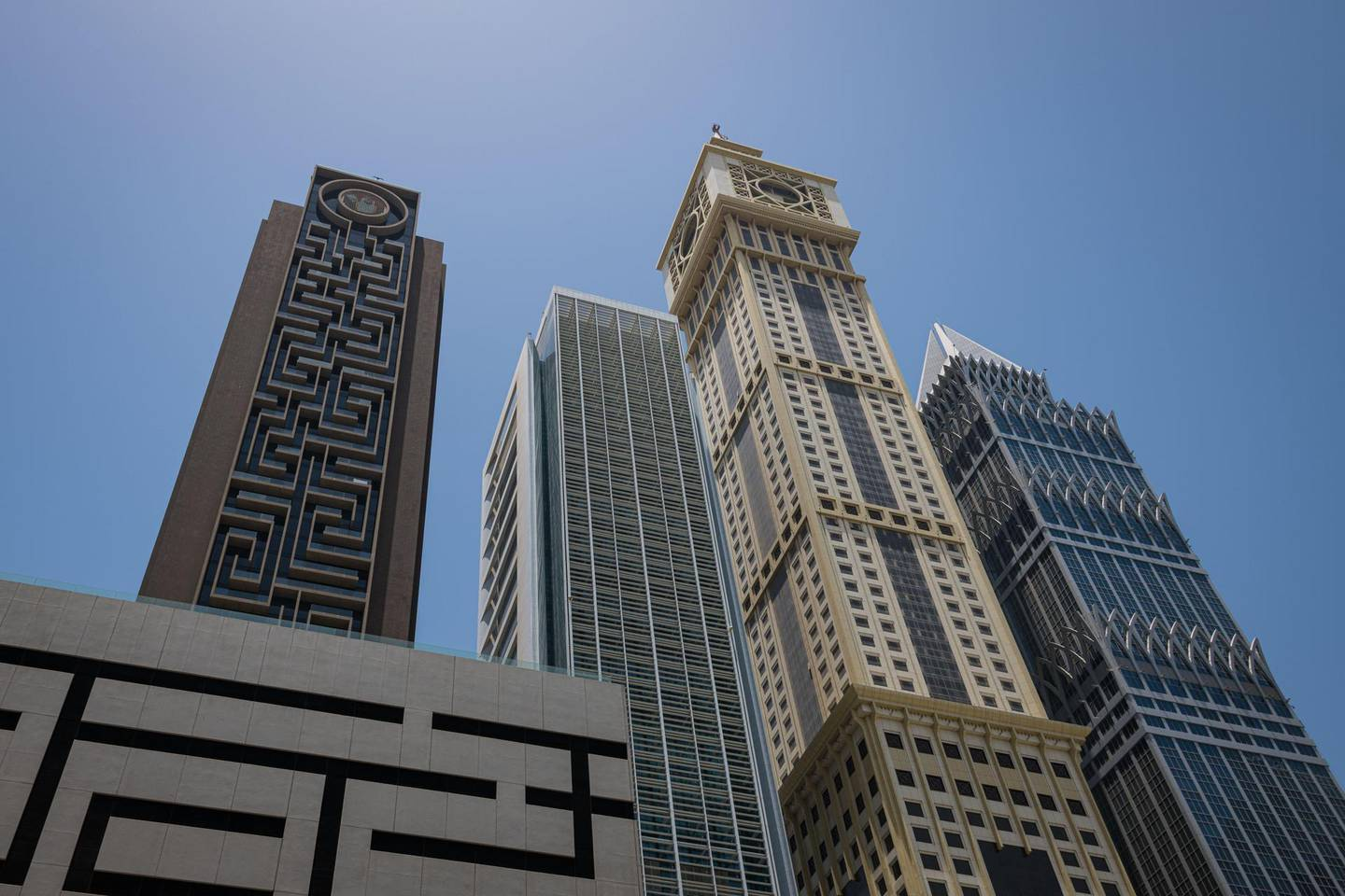 2D0WFD8 Skyscrapers on Sheikh Zayed Road between Financial Centre and Emirates Towers metro stations, Dubai, United Arab Emirates. Alamy
