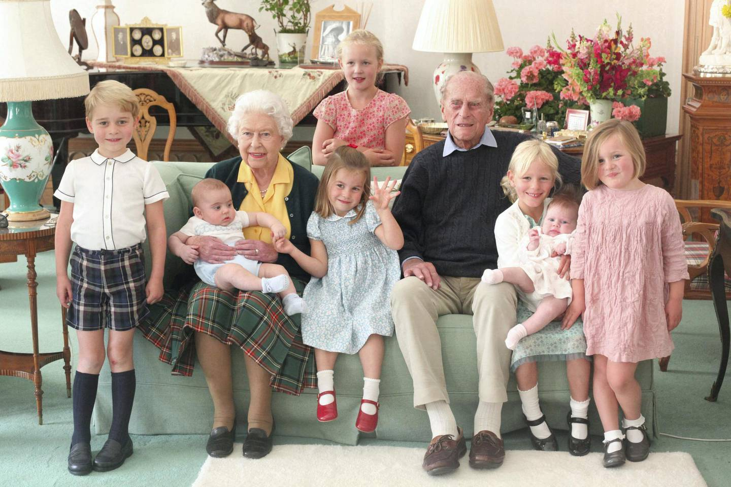 """An undated handout picture released by Kensington Palace on April 14, 2021 shows Britain's Queen Elizabeth II and  Britain's Prince Philip, Duke of Edinburgh with their great grandchildren. Pictured (L-R) are Britain's Prince George of Cambridge, Britain's Prince Louis of Cambridge being held by Britain's Queen Elizabeth II, Savannah Phillips (standing at rear), Britain's Princess Charlotte of Cambridge, Britain's Prince Philip, Duke of Edinburgh, Isla Phillips holding Lena Tindall, and Mia Tindall. (Photo by THE DUCHESS OF CAMBRIDGE / KENSINGTON PALACE / AFP) / RESTRICTED TO EDITORIAL USE - MANDATORY CREDIT """"AFP PHOTO / KENSINGTON PALACE / DUCHESS OF CAMBRIDGE"""" - NO MARKETING - NO ADVERTISING CAMPAIGNS  - NO COMMERCIAL USE - RESTRICTED TO SUBSCRIPTION USE - STRICTLY NO SALES - DISTRIBUTED AS A SERVICE TO CLIENTS - NOT FOR USE AFTER DECEMBER 31, 2021. /"""
