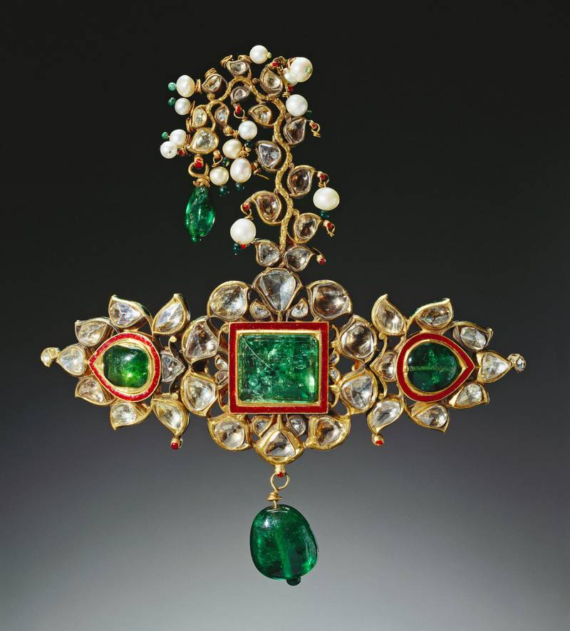 Gold and enamelled Sirpech (turban ornament), detailed with emeralds, diamonds and pearls. <br/> <br/>For single use only in relation to: Splendours of the Subcontinent: A Prince's Tour of India 1875-6. Not to be archived or sold on. <br/>Credit line: Royal Collection Trust / vɬÇvǬ© Her Majesty Queen Elizabeth II 2017 <br/>