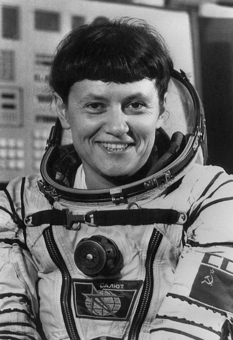 Portrait of Soviet female aviator and cosmonaut Svetlana Savitskaya in the Gagarin Cosmonauts' Training Centre in Star City, outside Moscow, Soviet Union, on August 19, 1982. She flies the Soyuz T-7 in 1982, becoming the second woman in space some 19 years after Valentina Tereshkova and, on 1984, she becomes the first woman ever to perform a space walk. (Photo by TASS / AFP)