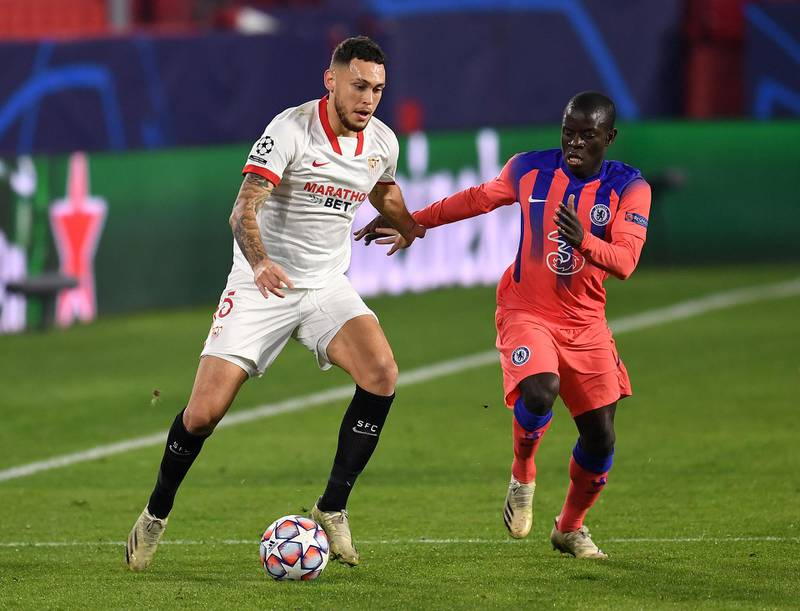 SEVILLE, SPAIN - DECEMBER 02: Lucas Ocampos of FC Sevilla looks to break past N'golo Kante of Chelsea  during the UEFA Champions League Group E stage match between FC Sevilla and Chelsea FC at Estadio Ramon Sanchez Pizjuan on December 02, 2020 in Seville, Spain. Sporting stadiums around Spain remain under strict restrictions due to the Coronavirus Pandemic as Government social distancing laws prohibit fans inside venues resulting in games being played behind closed doors. (Photo by David Ramos/Getty Images)