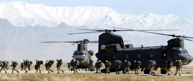 402185 02: Soldiers from the U.S. Armys 10th Mountain and 101st Airborne Division disembark from their chinook helicopter March 12, 2002 after returning to Bagram airbase from the fighting in eastern Afghanistan. The soldiers are part of an organized group that are pulling back from battle against al Qaeda and Taliban forces during Operation Anaconda. (Photo by Joe Raedle/Getty Images)