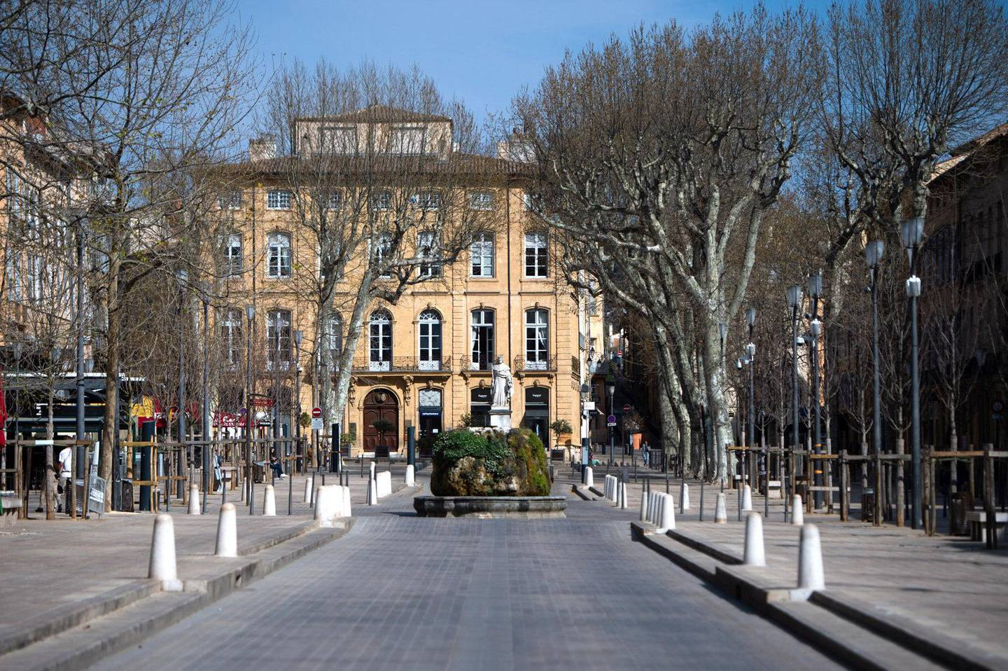 This picture shows the main street 'Le Cours Mirabeau' in Aix en Provence, southern France on March 20, 2020, deserted due to a strict lockdown to stop the spread of the COVID-19 in the country. - A strict lockdown requiring most people in France to remain at home came into effect at midday on March 17, 2020, prohibiting all but essential outings in a bid to curb the coronavirus spread. The government has said tens of thousands of police will be patrolling streets and issuing fines of 38 to 135 euros ($42-$150) for people without a written declaration justifying their reasons for being out. (Photo by CLEMENT MAHOUDEAU / AFP)