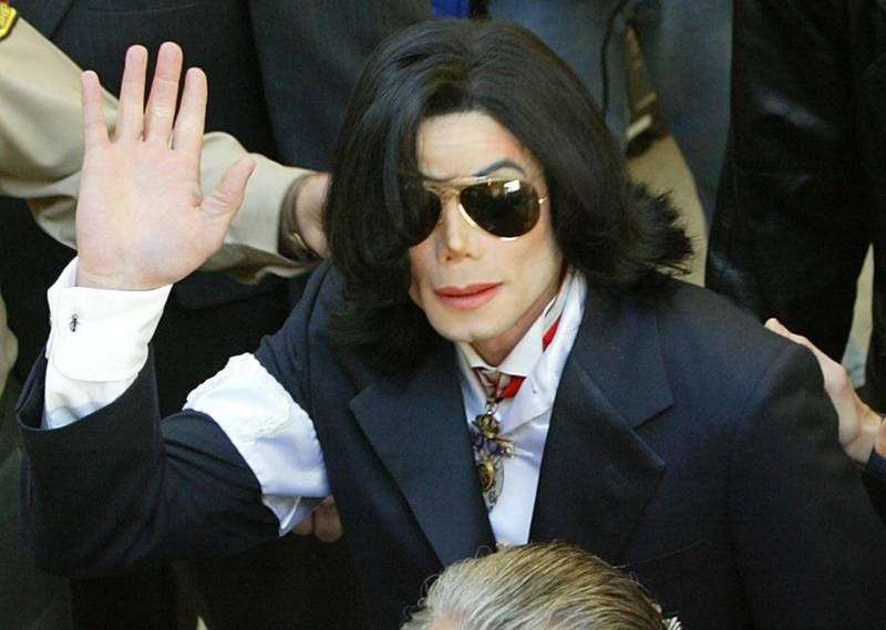 epa06963791 (FILE) - US pop star Michael Jackson waves to fans as he arrives for his arraignment hearing at the Santa Barbara County Court House in the city of Santa Maria, California, USA, 16 January 2004 (reissued 22 August 2018). Michael Jackson, the self-appointed 'King of Pop', would have turned 60 on 29 August 2018. He died on 25 June 2009 aged 50 after suffering a cardiac arrest.  EPA/SPENCER WEINER / POOL *** Local Caption *** 00115370