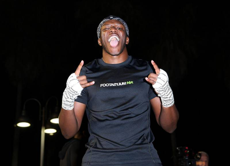 VENICE, CALIFORNIA - NOVEMBER 05: KSI gestures to the camera after working out at Venice Beach ahead of KSI vs. Logan Paul 2 on November 05, 2019 in Venice, California. KSI vs. Logan Paul 2 will be held on November 9, 2019 at Staples Center.   Victor Decolongon/Getty Images/AFP == FOR NEWSPAPERS, INTERNET, TELCOS & TELEVISION USE ONLY ==