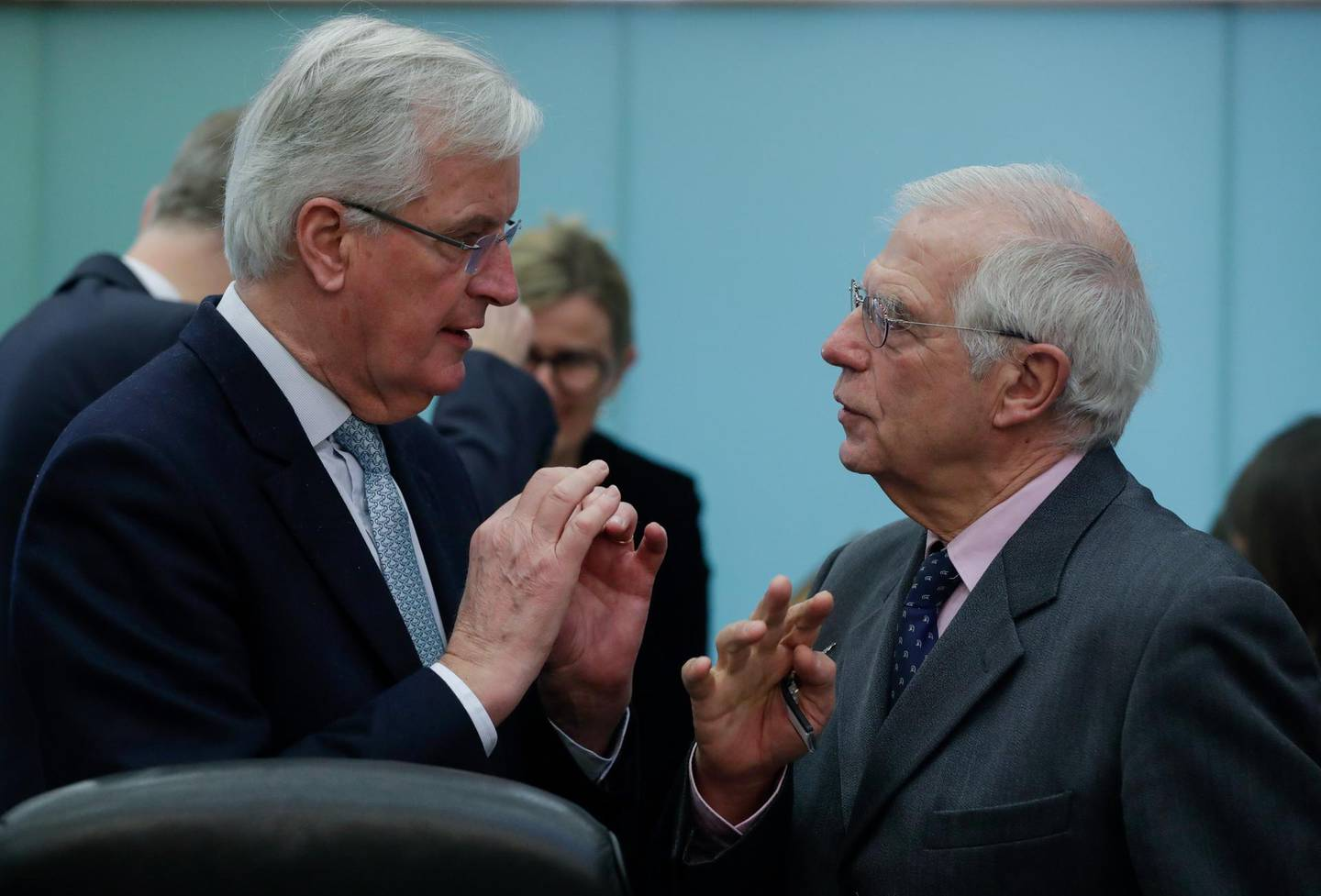 epa08174676 European Union chief Brexit negotiator Michel Barnier (L) and High Representative of the EU for Foreign Affairs and Security Policy Josep Borrell attend the weekly college meeting of the European Commission in Brussels, Belgium, 29 January 2020.  EPA/STEPHANIE LECOCQ