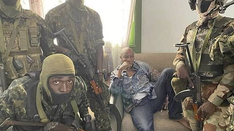An image that illustrates this article Guinea coup: Military claims to have seized power from President Alpha Conde