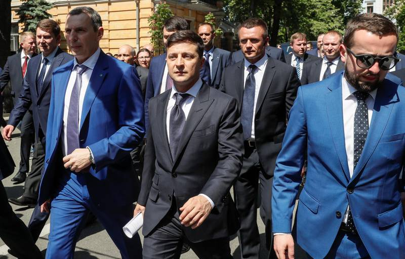 Ukraine's President Volodymyr Zelenskiywalks from the parliament to the presidential administration office after his inauguration in Kiev, Ukraine May 20, 2019.   REUTERS/Valentyn Ogirenko
