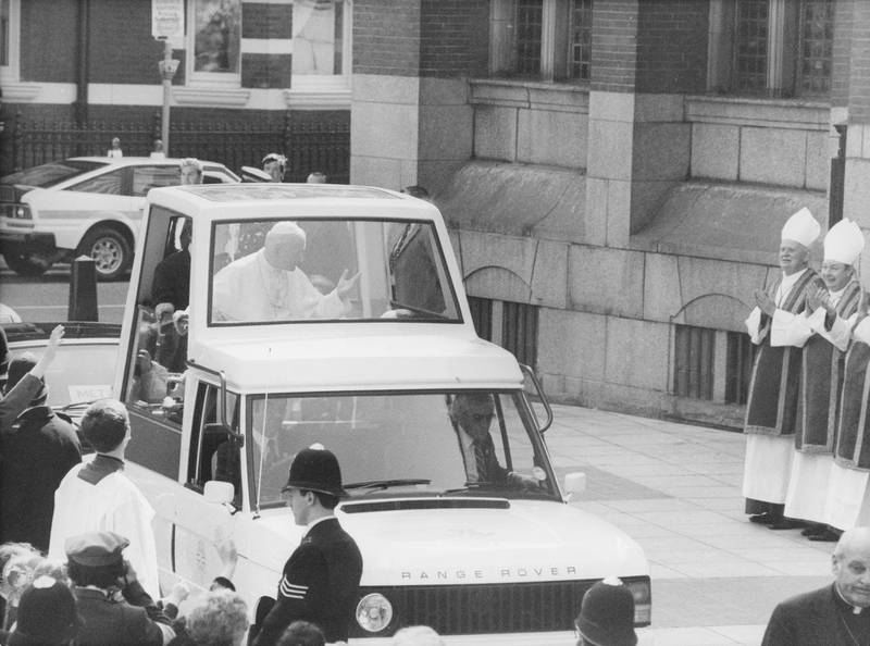 Pope John Paul II (1920 - 2005) arrives at Westminster Cathedral in his modified Range Rover 'popemobile', on the first day of his visit to the UK, 28th May 1982. The pope will be conducting a service at the cathedral. (Photo by Monti Spry/Central Press/Hulton Archive/Getty Images)