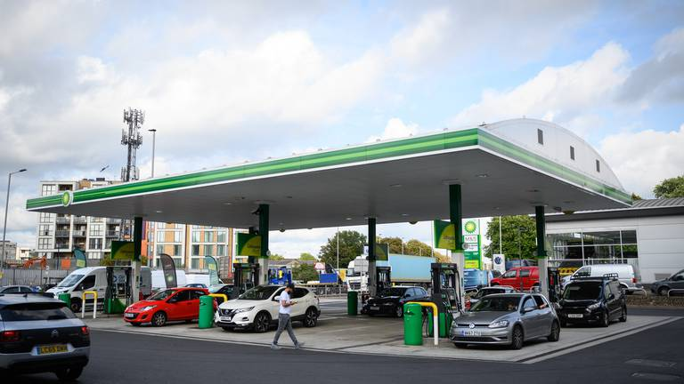 An image that illustrates this article UK drivers advised to keep quarter tank of fuel during trucking crisis