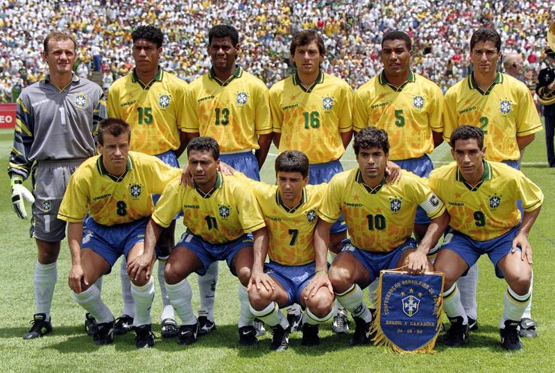 Brazilian players pose for the team picture before their World Cup first round soccer match against Cameroon 24 June 1994 in Stanford. (Standing, from L : Claudio Taffarel, Marcio Santos, Aldaïr, Leonardo, Mauro Silva, Jorginho; front row, from L : Dunga, Romario, Bebeto, Raï (capt), Zinho).    AFP PHOTO / AFP PHOTO / STAFF