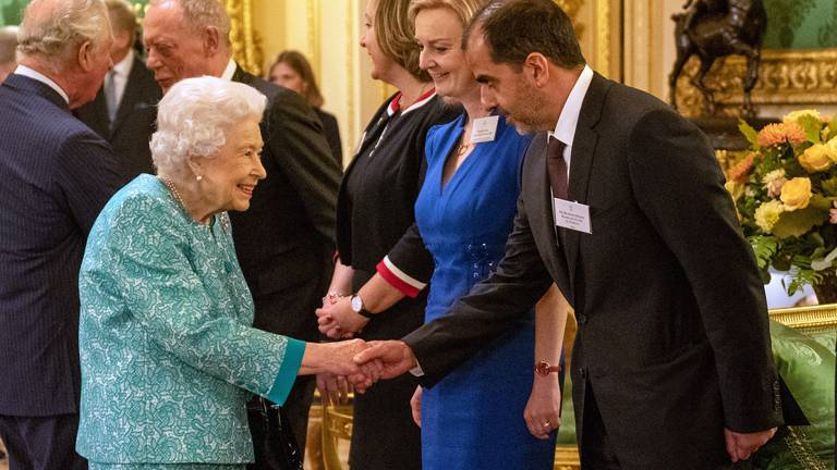 An image that illustrates this article Queen hosts Sheikh Hamed bin Zayed at Windsor Castle