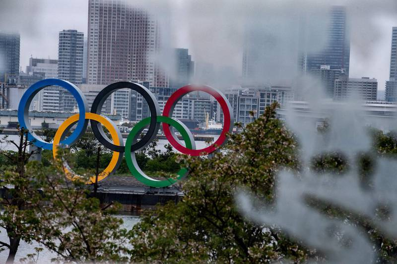 """A general view shows the Olympic Rings at Odaiba waterfront in Tokyo on April 20, 2020. A Japanese expert who has criticised the country's response to the coronavirus warned on April 20 that he is """"pessimistic"""" that the postponed Olympics can be held even in 2021. / AFP / Philip FONG"""