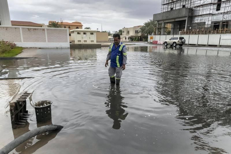 DUBAI, UNITED ARAB EMIRATES. 10 JANUARY 2020. Heavy rains in Dubai during the night had residenst wake up to wet pavements and large water puddles with some areas experiencng mild flooding. A municipality worker supervises water being pumped from flooding along the roads ners Kite Beach.. (Photo: Antonie Robertson/The National) Journalist: Standalone. Section: National.