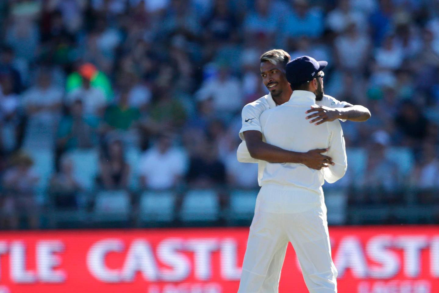 Indian bowler Hardik Pandya (L) celebrates the dismissal of South African batsman Aiden Markram (not in picture) during the second day of the first Test cricket match between South Africa and India at Newlands cricket ground on January 6, 2018 in Cape Town.  / AFP PHOTO / GIANLUIGI GUERCIA