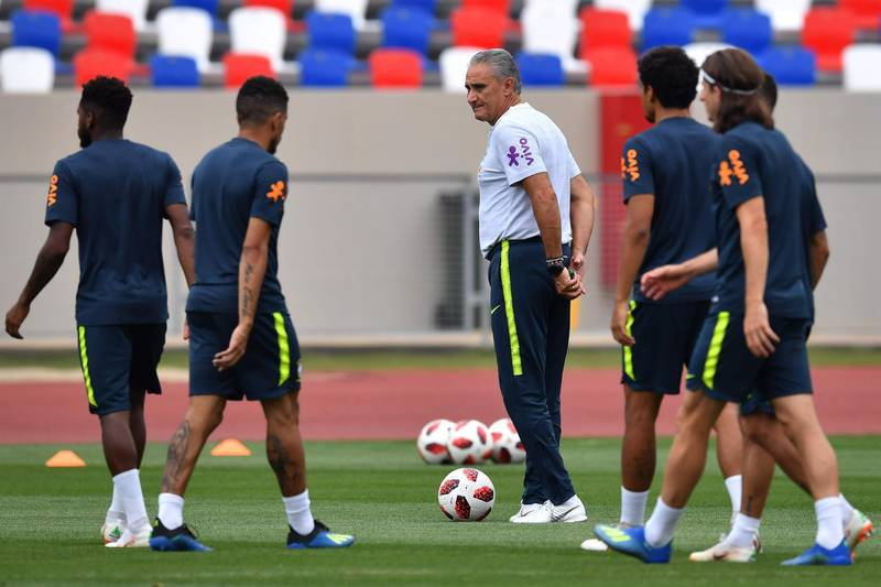 Brazil's coach Tite (C) looks at his players during a training session at Yug Sport Stadium, in Sochi, on July 4, 2018, during the Russia 2018 World Cup football tournament.  / AFP / NELSON ALMEIDA