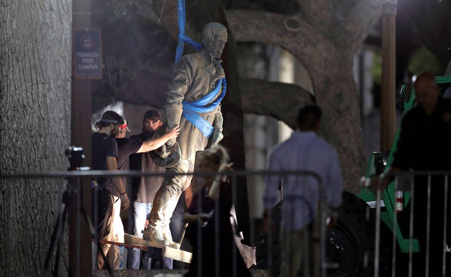 """A statue of Confederate Gen. Robert E. Lee is removed from the University of Texas campus, early Monday morning, Aug. 21, 2017, in Austin, Texas. University of Texas President Greg Fenves ordered the immediate removal of statues of Robert E. Lee and other prominent Confederate figures from a main area of campus, saying such monuments have become """"symbols of modern white supremacy and neo-Nazism."""" (AP Photo/Eric Gay)"""