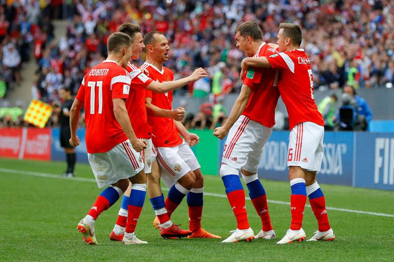 MOSCOW, RUSSIA - JUNE 14:  Artem Dzyuba of Russia celebrates with team mates after scoring his team's third goal  during the 2018 FIFA World Cup Russia Group A match between Russia and Saudi Arabia at Luzhniki Stadium on June 14, 2018 in Moscow, Russia.  (Photo by Kevin C. Cox/Getty Images)