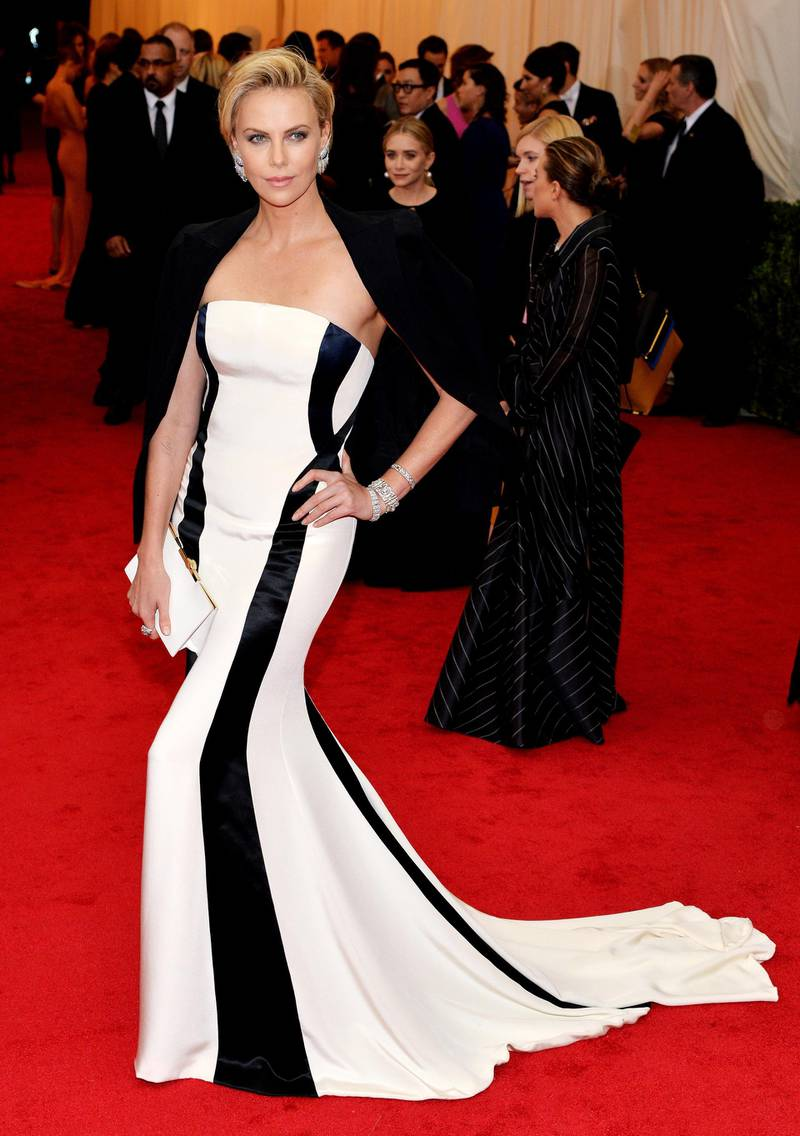 epa04192952 South African actress Charlize Theron arrives for the 2014 Anna Wintour Costume Center Gala held at the New York Metropolitan Museum of Art in New York, New York, USA, 05 May 2014. The Costume Institute's new Anna Wintour Costume Center opens on 08 May with the exhibition 'Charles James: Beyond Fashion.'  EPA/JUSTIN LANE