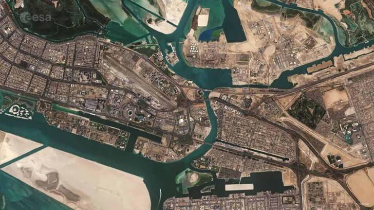 An image that illustrates this article Incredible images of Abu Dhabi and Dubai landmarks from space
