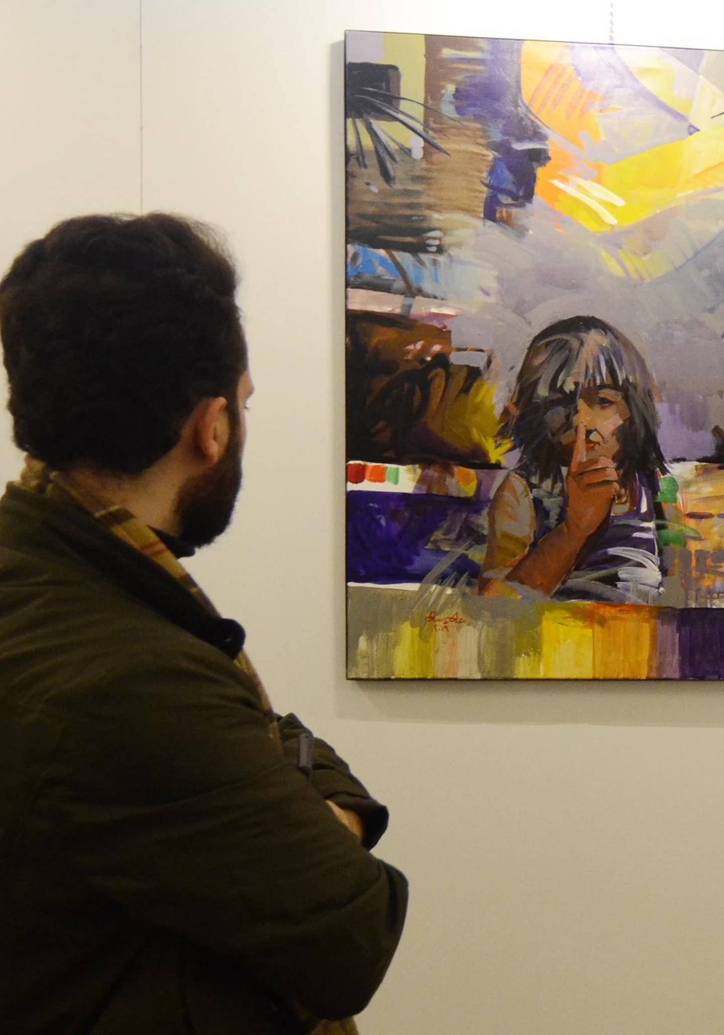 An Iraqi man looks on January 29, 2019 at a painting displayed at a contemporary art exhibition hall in the museum of the northern Iraqi city of Mosul, which served as the Islamic State (IS) group's brutal seat of power for three years, before Iraqi troops recaptured it in 2017. Mosul's celebrated museum has not recovered since IS jihadists ravaged its ancient treasures several years ago, but part of the complex reopened today to showcase more modern art. For the first time since IS overran the Iraqi city in 2014, visitors on could wander the grandiose royal reception hall, which formed part of the museum. / AFP / Zaid AL-OBEIDI