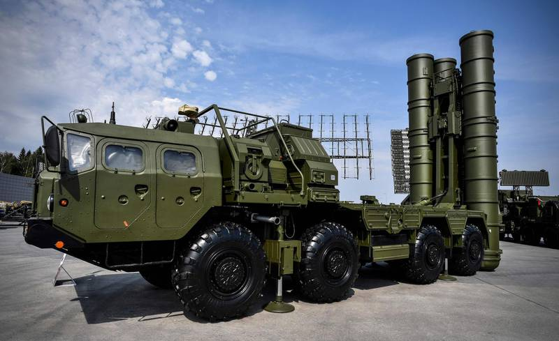 (FILES) In this file photo taken on August 22, 2017 Russian S-400 anti-aircraft missile launching system is displayed at the exposition field in Kubinka Patriot Park outside Moscow during the first day of the International Military-Technical Forum Army-2017. President Recep Tayyip Erdogan said on June 25, 2019 that NATO-member Turkey would take delivery of Russia's S-400 missile defence system in July -- a deal that has created tensions with the United States.  / AFP / Alexander NEMENOV