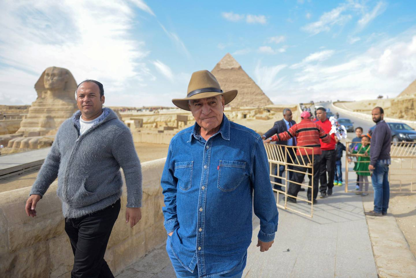 Prominent Egyptian archaeologist and former minister of antiquities, Zahi Hawas, is pictured in from of the Sphynx during a visit to the historic site of the Giza Pyramids, south of Cairo, on December 6, 2017. (Photo by MOHAMED EL-SHAHED / AFP)