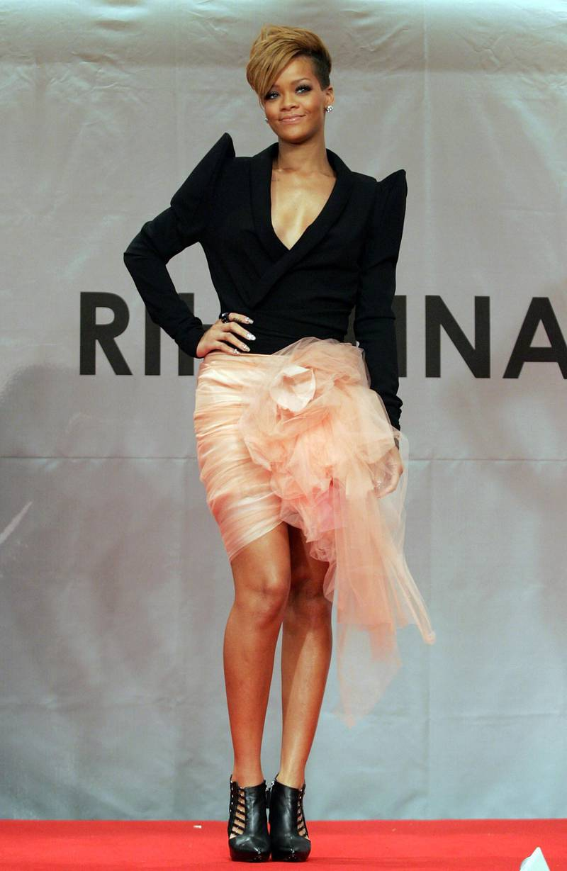 """SEOUL, SOUTH KOREA - FEBRUARY 11:  Singer Rihanna attends at press conference to promote her latest album """"Rated R"""" at Intercontinental hotel on February 11, 2010 in Seoul, South Korea.  (Photo by Chung Sung-Jun/Getty Images)"""